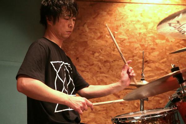 biography_ahito.jpg